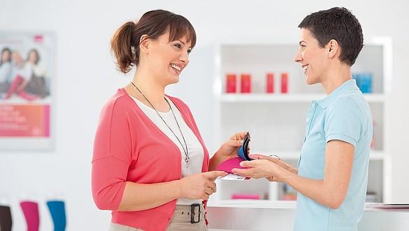 Beratung zu Flachstrick Farben und Mustern im Fachhandel -